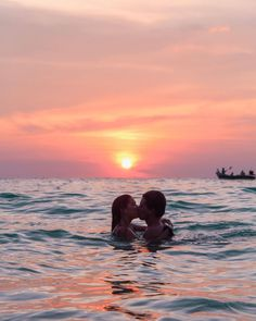 #sunset #lovers #kissing Cute Couples Photos, Cute Couple Pictures, Cute Couples Goals, Romantic Couples, Beach Pictures, Couple Goals, Couple Pics, Tropical Beach Resorts, Tropical Beach Houses