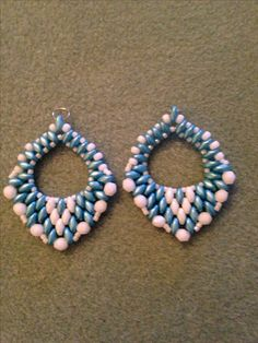 Super duo earrings using pattern from unmondosuper.blogspot