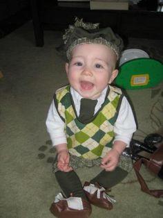 Little hallowen baby costum playing golf