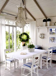 Blue accents in the dining room
