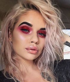 Are you looking for ideas for your Halloween make-up? Browse around this website for unique Halloween makeup looks. Grunge Eye Makeup, Red Eyeshadow Makeup, Red Makeup, Glam Makeup, Pretty Makeup, Skin Makeup, Makeup Inspo, Makeup Art, Makeup Inspiration