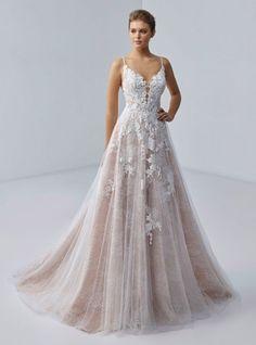 Wedding Designs, Wedding Styles, Wedding Ideas, Bridal Gowns, Wedding Gowns, Lace Wedding, Bridal Wardrobe, Chloe, Boho Vintage