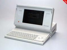 """Macintosh Portable – 1989    Fu il primo tentativo di Apple di realizzare un computer """"portatile"""", anche se i 16 chili di peso erano forse un po' troppi. Anche il prezzo di 6500 dollari sembrò scoraggiare i potenziali clienti. La produzione dei computer portatili non retroilluminati fu interrotta due anni dopo con l'introduzione dei più fortunati PowerBook."""