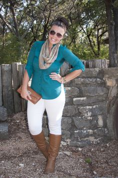 How to take your white skinny jeans into fall with you! Love that teal color too!