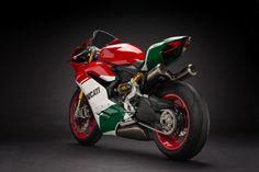 Ducati se 'despede' da Panigale com e anuncia motor derivado da MotoGP Moto Ducati, Ducati Motorcycles, Moto Bike, Custom Motorcycles, Custom Bikes, Cars And Motorcycles, Ducati 916, Super Bikes, Valentino Rossi