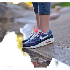The WOMENS NIKE X LIBERTY LONDON AIR MAX 1 PIXEL PRINT drops today.  Link >  http://www.thedropdate.com/releases/nike-x-liberty-london-air-max-1-pixel-print-womens
