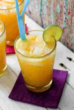 Champagne mango-lime Agua Fresca recipe celebrating Mexico with its native drink and beautiful golden mango. Perfect for Cinco de Mayo. Smoothie Fruit, Healthy Fruit Smoothies, Fruit Drinks, Healthy Drinks, Smoothie Recipes, Beverages, Alcohol Recipes, Water Recipes, Refreshing Drinks