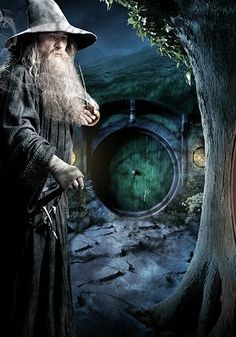 I love the green door! 2012, THE HOBBIT - Gandalf the Wizard. (Not all who wander are lost . . .)