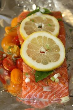 EVERYDAY SISTERS: Salmon and Tomatoes en Papillote
