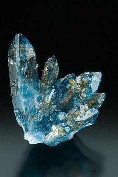 黄色もはいってるんかな 絶妙な青   Scorodite  Tsumeb Mine, Tsumeb, Namibia
