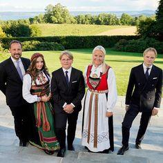 Claudia Lars, Ingrid Alexandra, Norwegian Royalty, Mayfair, Prince Héritier, Style Royal, Estilo Real, Casa Real, Kirkenes