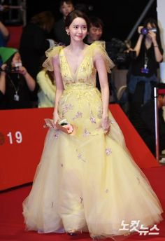Instyle Magazine, Cosmopolitan Magazine, Yoona Snsd, Good Looking Women, Korean Actresses, Korean Actors, Prom Dresses, Formal Dresses, International Film Festival