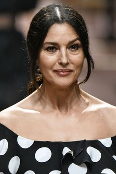 Malena Monica Bellucci, Monica Bellucci Photo, Monica Belluci, Beautiful Women Over 50, Beautiful People, Marie Curie, Hollywood Actresses, Actors & Actresses, Beauty Full Girl