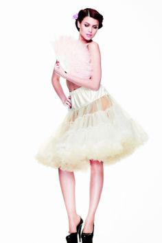 Retro Chiffon Petticoat in Cream Pin Up Outfits, Retro Outfits, Party Looks, Fifties Fashion, Vintage Fashion, Retro Fashion, Rockabilly, Long Petticoat, Pin Up Kleidung