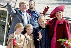Le roi Willem-Alexander, la reine Maxima des Pays-Bas et leurs filles les princesses Ariane,...