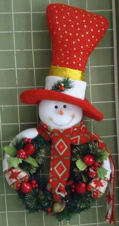 nieve corona Christmas Sewing, Christmas Snowman, Christmas Projects, Handmade Christmas, Christmas Wreaths, Christmas Crafts, Christmas Ornaments, Snowman Crafts, Felt Crafts