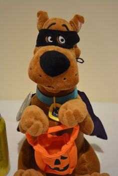 "Hallmark 2009 Trick or Treatin' Scooby Doo 12"" Halloween Plush Stuffed Toy Tags"
