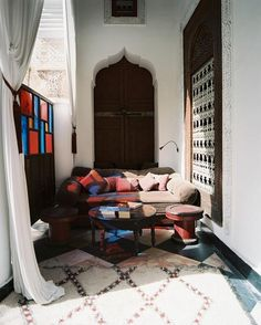 moroccan home decorating style, moroccan furniture and decor accessories in moroccan style