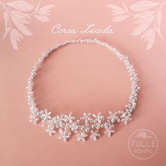 Nossa amada #CoroaLucida com pérolas brancas é apaixonante! 💖✨  Faça seu pedido através do nosso site: www.tullenoivas.com