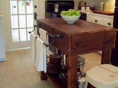 meuble vintage: îlot de cuisine en bois et porte-serviette en fer