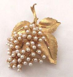 Signed BSK Vintage Brooch Pin Gold Tone Flower Leaf Faux Pearl Cluster