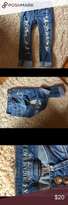 American Eagle distressed Artist crop jeans!!!!! American Eagle distressed Artist crop jeans. My daughter wore these only a handful of times. No issues with these jeans. American Eagle Outfitters Pants Ankle & Cropped