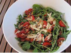 Rucola-Salat mit Parmesan und Tomaten