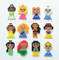 Princesses Disney en perles Hama par NyCyLa.com Perler Bead Designs, Pearler Bead Patterns, Perler Patterns, Disney Diy, Perler Bead Disney, Hama Beads, Fuse Beads, Bead Crafts, Diy And Crafts