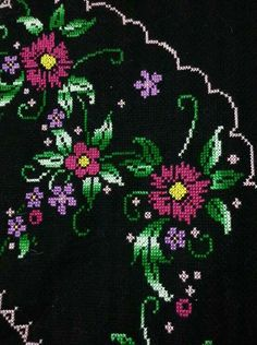 This Pin was discovered by Eme Cross Stitch Designs, Cross Stitch Patterns, Cross Stitch Heart, Loom Beading, Cross Stitching, Embroidery Stitches, Brooch, Beads, Flowers