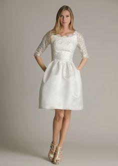 MEGANE:Belle robe de mariée avec une jupe volumineuse en soie et dentelle de calé
