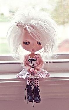 cute blythe doll    so so so cute...BUT...  way too much money...but, still so cute!