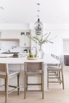 L Shaped Kitchen island with Seating. L Shaped Kitchen island with Seating. Modern Kitchen islands with Seating Kitchen Room Design, Living Room Kitchen, Diy Kitchen, Kitchen Decor, Kitchen Ideas, Home Design, Design Design, Design Ideas, Interior Design