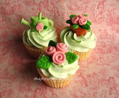 Tuesday Toppers: Small ribbon roses by jewelsb78(thefrostedcakencookie), via Flickr