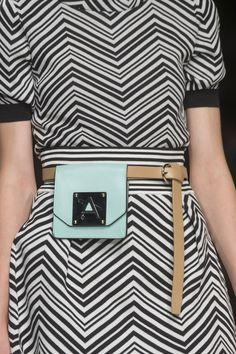 Anteprima at Milan Fashion Week Spring 2019 - Details Runway Photos Older Women Fashion, Fashion Tips For Women, Womens Fashion Online, Curvy Fashion, Diy Fashion, Fashion Details, Fashion Dresses, Fashion Hats, Fashion Spring