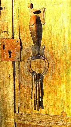 Yellow Door Old Keys by Digirrl ❤ Door Knobs And Knockers, Knobs And Handles, Door Handles, Old Doors, Windows And Doors, Barn Doors, Sliding Doors, Yellow Doors, Old Keys