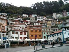 Vistas de las casas de Cudillero, una estructura compleja y colorida. #EuropeosViajeros #Cudillero #España #Spain #Europe #Viaje #Travel #Turismo #Tourism