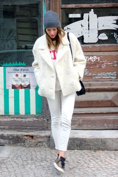 all_white_rika_kiss_sweater