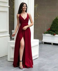 *Tela más fina Fancy dresses - Fancy prom dresses - Evening party dresses Source by dresses formal Dresses Elegant, Cute Prom Dresses, Prom Outfits, V Neck Prom Dresses, Gala Dresses, Homecoming Dresses, Dress Outfits, Party Dresses, Red Dress Prom