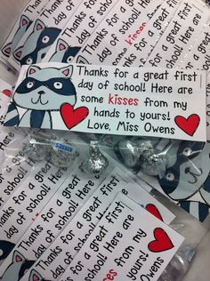 """Kissing Hand treat bag tag FREEBIE """"Kisses from my hands to yours. Super cute for the Kissing Hand! Preschool First Day, Beginning Of Kindergarten, First Day Of School Activities, 1st Day Of School, Beginning Of The School Year, Teaching Kindergarten, Teaching Resources, Preschool Ideas, September Preschool"""