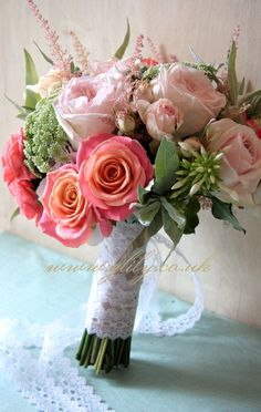 I heard about these Miss Piggy Roses and loving the colours mixed with some softer pinks