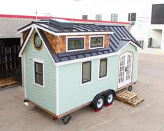 Would you live here! Nicknamed the Best Little House in Texas, Randi and Cody H. - Would you live here! Nicknamed the Best Little House in Texas, Randi and Cody Hennigan built this - Off Grid Tiny House, Modern Tiny House, Tiny House Living, Tiny House Design, Building A Tiny House, Tiny House Plans, Tiny House On Wheels, Tiny House Exterior Wheels, Best Color For House