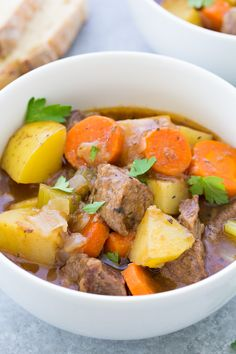 The Best Slow Cooker Beef Stew, with tender meat and vegetables in a rich broth. This easy classic beef stew recipe is perfect for a weeknight or Sunday dinner. One of our favorite crock pot recipes! Crockpot Recipes, Cooking Recipes, Chicken Recipes, Classic Beef Stew, Guinness Beef Stew, Easy Beef Stew, Chili, Slow Cooker Beef, Casserole Recipes