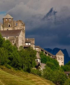 Heinfels Castle by Yair Karelic / 500px (Austria)