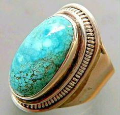The traditional and natural turquoise stone can be distinguished by three main points: color, engravings, and body. Engagement Ring Sizes, Engagement Jewelry, Wedding Engagement, Emerald Gemstone, Turquoise Gemstone, Antique Silver, 925 Silver, Wedding Men, Gemstones