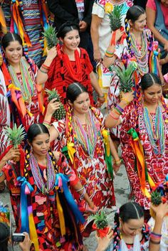Vestido típico de Flor de piña, Oaxaca México