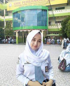Girl in Hijab Muslim Fashion, Hijab Fashion, Big Fashion, Womens Fashion, Hijab Collection, Islamic Girl, Baggy Clothes, Casual Hijab Outfit, Turkish Fashion