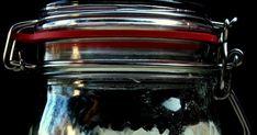 A Levito Madre egy olasz fajta kovász, amit lefordítva magyar nyelvre anyakovásznak hívnak. Az alap anyagokon kívül mint a liszt és a v... Vodka, Mason Jars, Tableware, Wood, Dinnerware, Tablewares, Mason Jar, Dishes, Place Settings