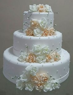 3 Things You Should Know About Wedding Cake Toppers White Wedding Cakes, Elegant Wedding Cakes, Beautiful Wedding Cakes, Gorgeous Cakes, Wedding Cake Designs, Pretty Cakes, Wedding Cake Toppers, Bolo Fake Eva, Bolo Fack