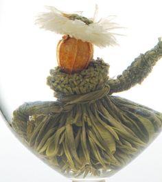 美女茶 Dear Beauty   美しい女性に贈るお茶です。 キレイな帽子に華やかな服装はたくさんの人を魅了します。 お湯を注ぐとスカートが広がり、美しい踊りを披露します。 とっておきのフラダンスをお楽しみください。  茶種:緑茶 花種:貢菊・梔子 産地:中国安徽省    http://mercure.shop-pro.jp/?pid=27199411