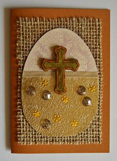 This DIY Easter card is a great way to send some Easter wishes to family and friends. #FaveCrafter